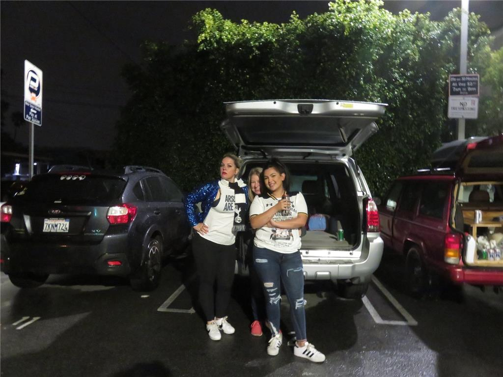 NLD 2am car park meet up.. in the rain! Jillian, Tehila and her daughter