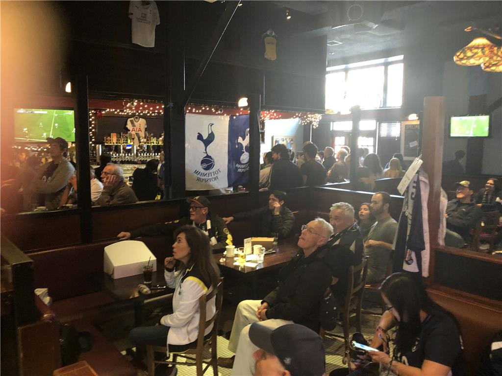 An eventful Sunday. Spurs made a comeback win with 10 seconds to go! Recap the moments on Sky Sports & NBC Gold's Premier League Fanzone where L.A. based caller, Eliana, called in live from the Greyhound after the show. ?Fulham 1-2 Tottenham