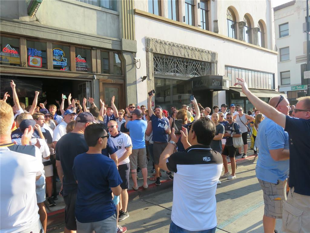 Thousands of Tottenham supporters took over Lucky Baldwin's, Barney's Beanery and The 35er bars in Old Town Pasadena for L.A. Spurs pub crawl.