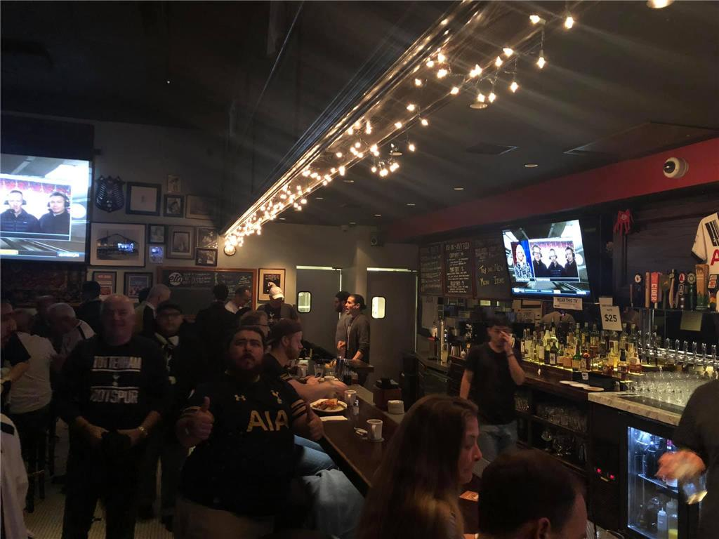 Over hundred Los Angeles Tottenham supporters turned up at 4:30 AM for North London Derby, Spurs vs Arsenal, despite the pouring rain